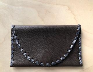 Portemonnaie en cuire surplus de maison de couture et soie de cravate vintage, pièce unique / 2017